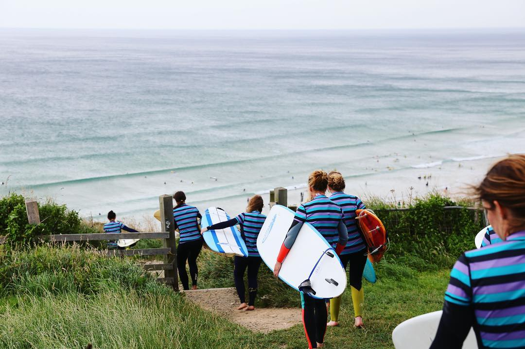 Surf Sistas bus to Cornwall