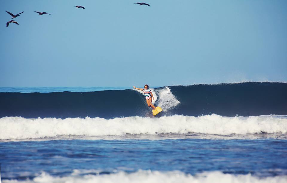 Costa Rica - Surfing with pelicans